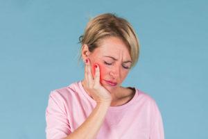 Cosa-provoca-il-mal-di-denti-erosione-dentale